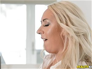 Janna Hicks taking a gigantic pecker in her pussyhole