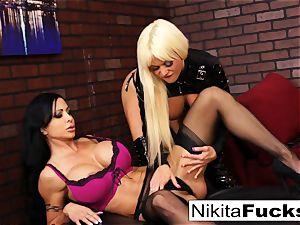 Nikita Von James and clitoris Jade pummel