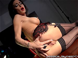 ultra-kinky dark-haired Jessica Jaymes fingers her yummy puss pie in her office