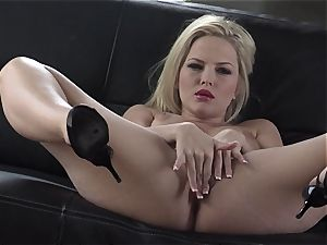 Alexis Texas enjoys thumping her thumbs in and out of her greasy gash