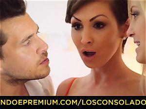 LOS CONSOLADORES - buxom Yasmin Scott porked in red-hot FFM