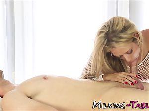 huge-boobed masseur tastes spear
