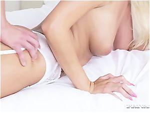 Nurse Karol Lilien treats a Patient to Her sizzling vulva