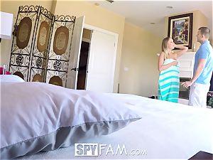SpyFam Step step-sister Alexis Adams pummels step bro