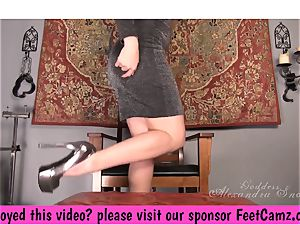 queen Alexandra Snow - A tiny foot treat - FeetBay