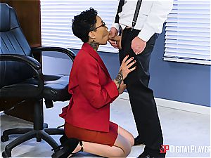 babe Gold gets her glasses adorned with jism on the first-ever day at work