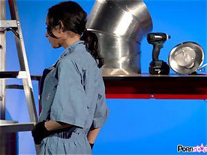 vagina touching mechanic Tia Cyrus
