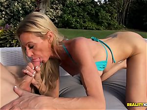 Ceira Roberts gash pummeled by the poolside