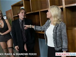 Blondes Phoenix Marie and Diamond Foxxx pulverize in 4 way