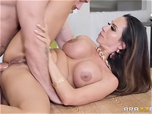 Ariella Ferrera getting stuffed in her drill crevice