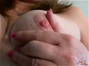 USAwives super hot mature lady Lisal unclothing down
