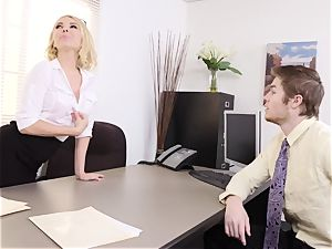 freaky mummy Aaliyah enjoy Gives worker a lift