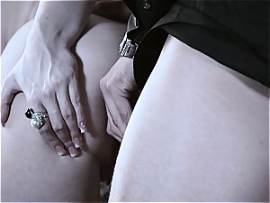 Jennifer's pinkish crevasse gets eaten and humped by the boss