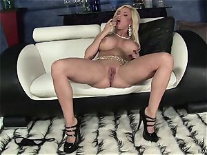 super hot Diamond Foxxx has a handsome pair of tits