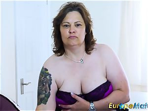 EuropeMaturE huge-boobed bootylicious Mature plaything getting off