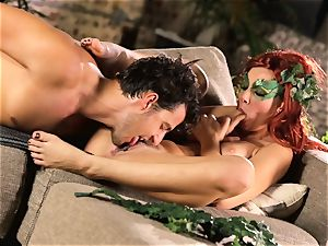 woods chick Aidra Fox puts partying on hold for her stud