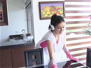 OPERACION LIMPIEZA - Latina maid covets chisel and facial cumshot