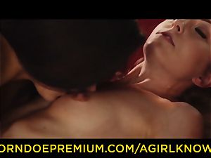 A gal KNOWS - Susy Gala screws red-hot lezzie with belt cock