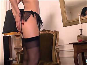LA COCHONNE Romanian babe enjoys deep prompt buttfuck